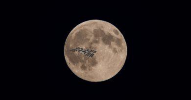 ISS na tle Księżyca!